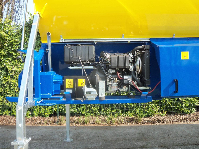 cisterne amovibili Mod. AF e Mod. AM atte ad essere installate per l'uso su di un rimorchio disponibile in azienda agricola