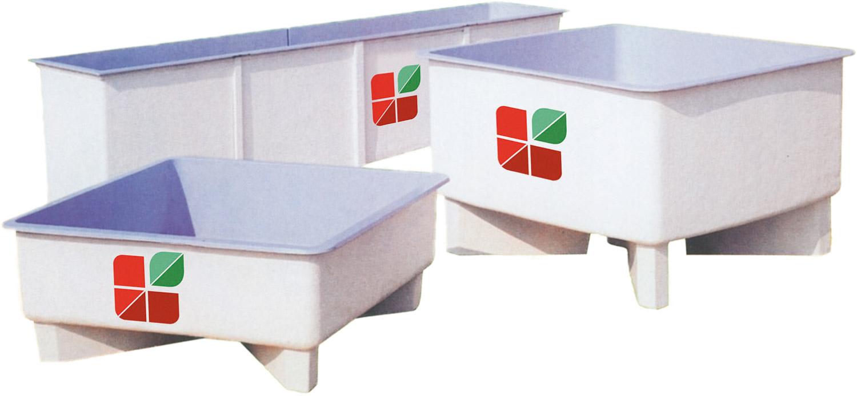 Agritech propone un'ampia scelta di vasche e bacini in vetroresina, sia rettangolari che rotonde, per il contenimento di acqua principalmente per il settore avicolo e nell'itticoltura.